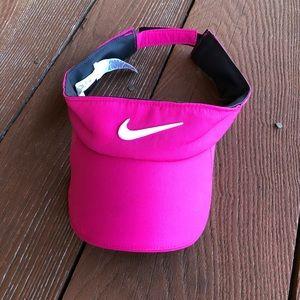 {Nike} visor